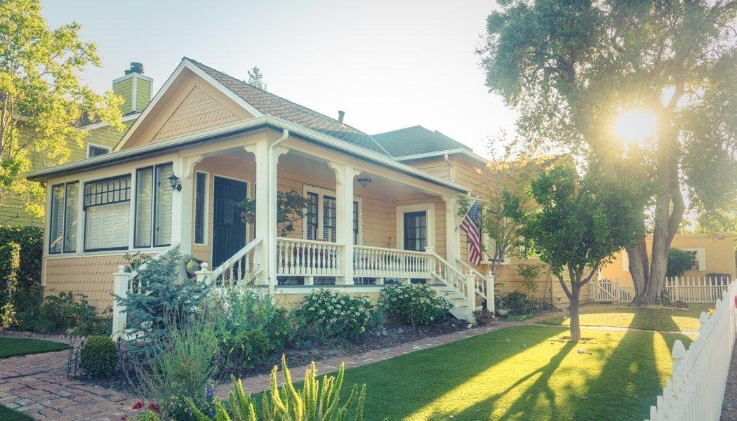 House with nice yard