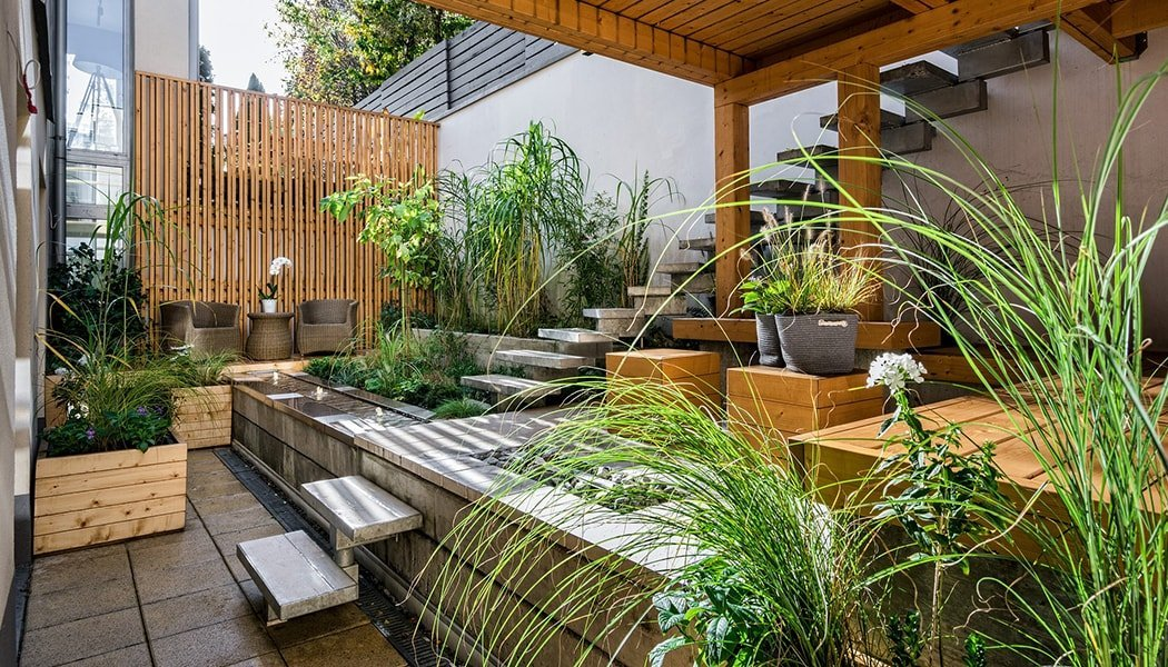Beautifully staged backyard